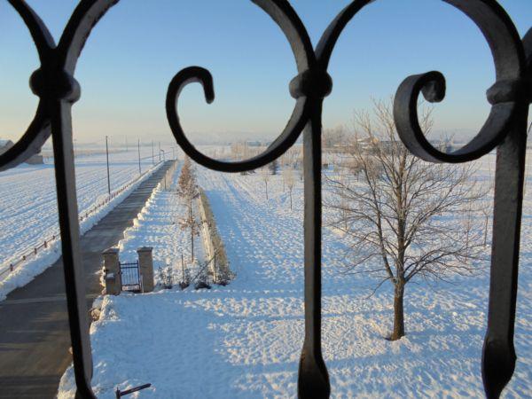 Dal calduccio della Camera del Granaio si ammira il parco in versione 'Bianca'
