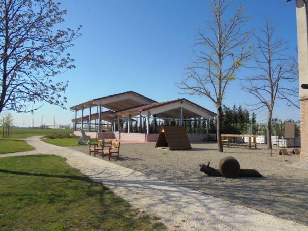 Il posto ideale per  iniziative all'aperto e compleanni estivi con l'appoggio della cucina adiacente.