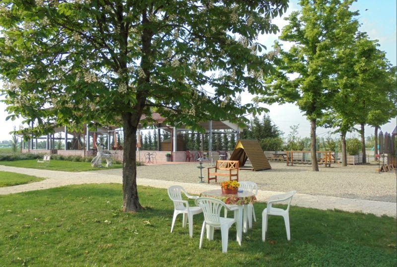 Con la bella stagione l'area intorno alla serra è perfetta per le feste di compleanno dei vostri bambini!