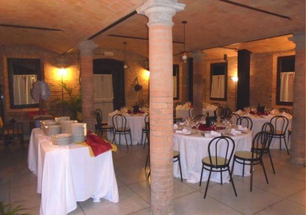 Ritrovo aziendale per 40 colleghi, a cena serviti da catering