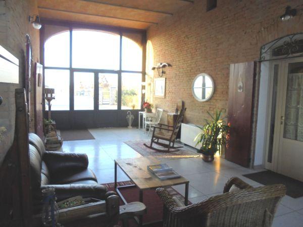 Il porticato è l'entrata principale e funge anche da recption per gli ospiti che pernottano nelle 5 camere della Casa di campagna.