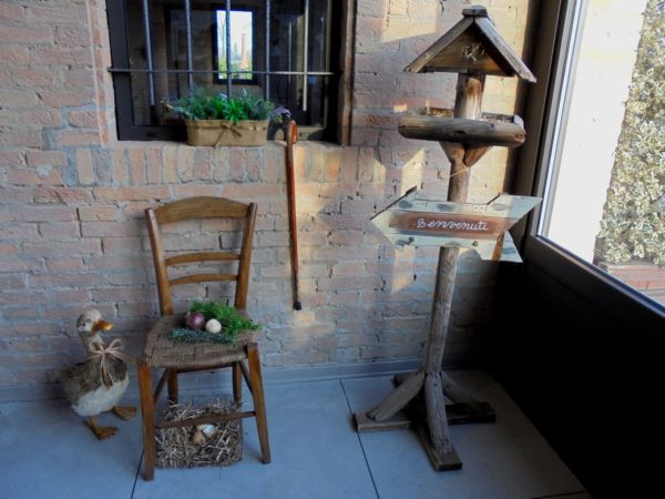 La hall del nostro affittacamere, sotto il porticato - particolare -