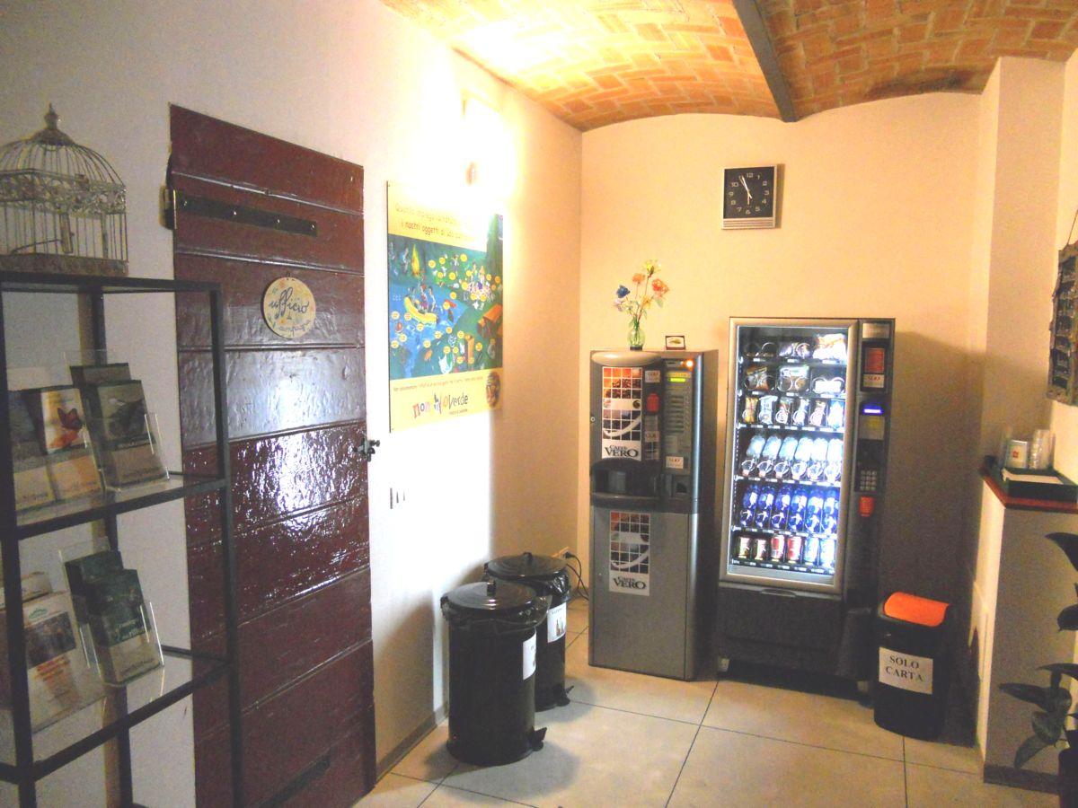 Il mini bar automatico (caldo, freddo e snak) per le piccole necessità di ristoro