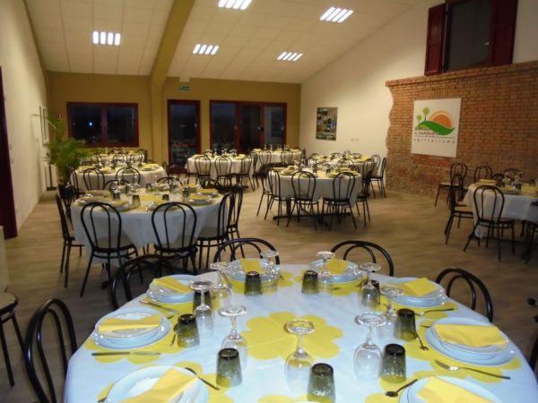 Festa della donna: aperitivo nella vecchia stalla e cena servita da catering per 75 donne in vena di 'chiacchiere' !
