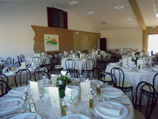 Matrimonio: nella sala polivalente  hanno preso posto i 120 amici degli sposi