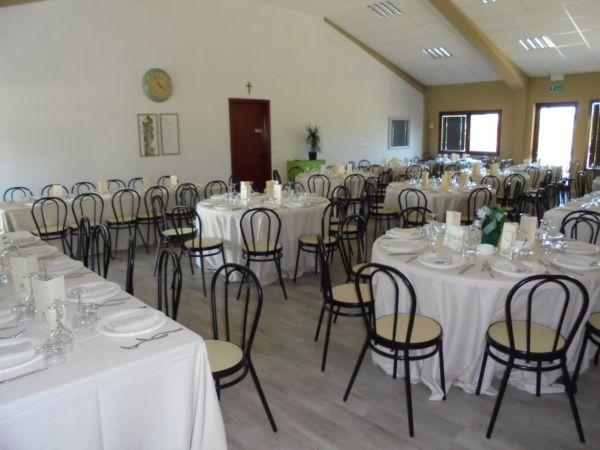 Matrimonio con 180 invitati: 120 nella sala che state vedendo, 55 nella vecchia stalla e 20 sotto il porticato.