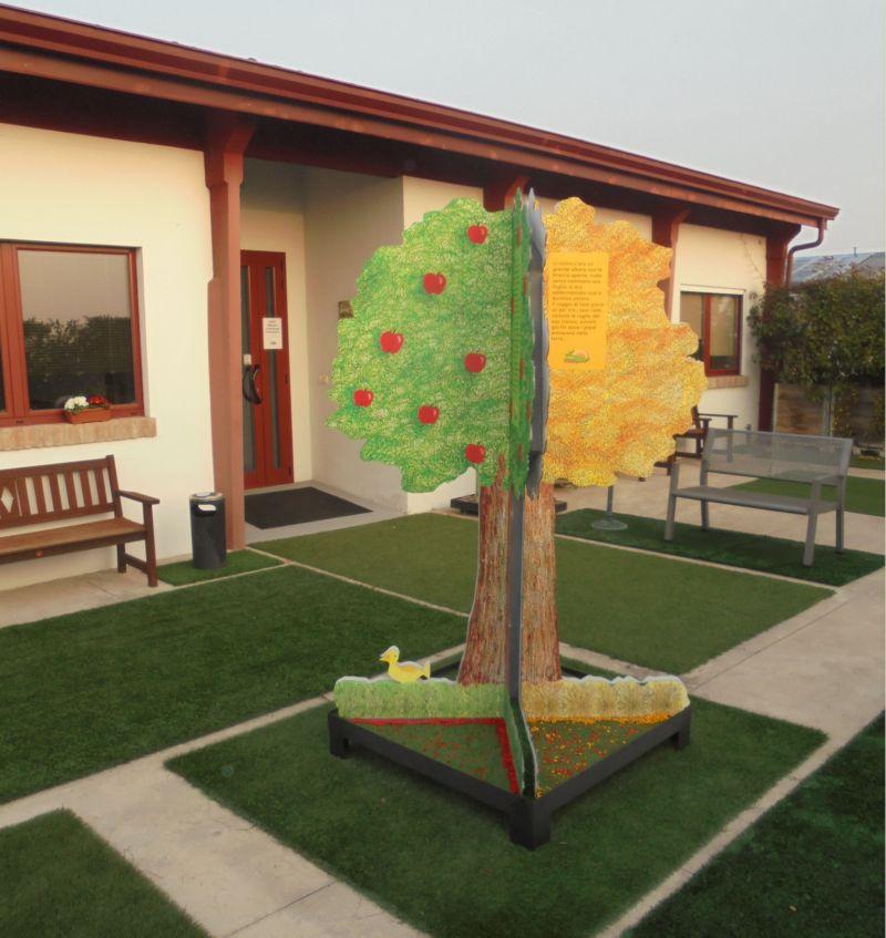 L'albero delle stagioni vi accoglie all'ingresso della nostra sala. Un arredo esterno che, con diversi colori, e le parole dello scrittore  Mario Lodi,  racconta l'arrivo  delle diverse stagioni