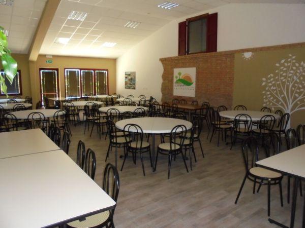 120 posti comodamente seduti per ospitare un signor Pranzo o una sig.ra Cena. (tavoli e sedie in dotazione dell'Agriturismo)