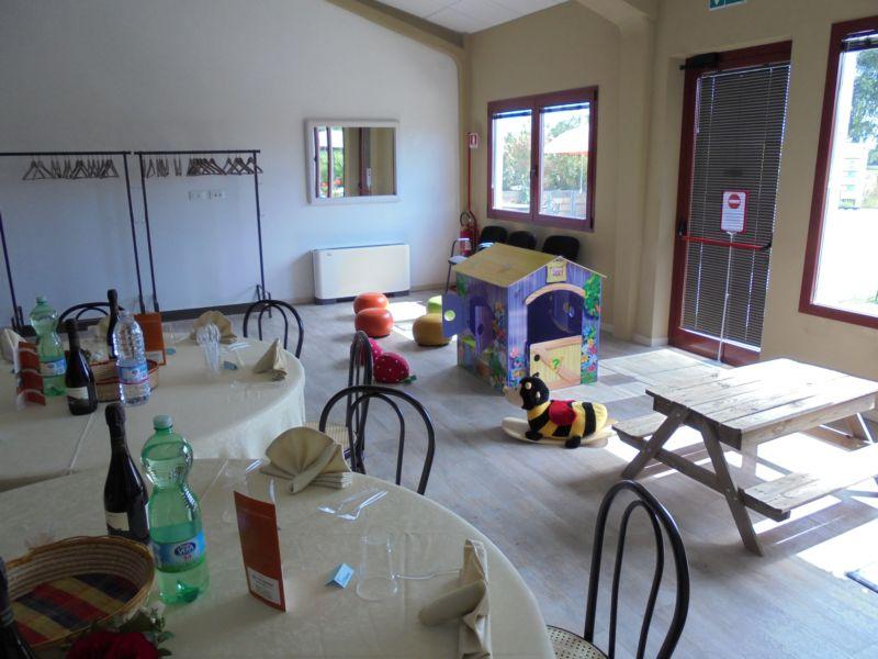 Abbiamo creato nella sala  un 'angolo bimbi piccoli' durante un pranzo famigliare di Prima Comunione
