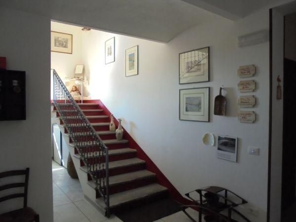 Abbiamo mantenuto le scale originali della 'casa di campagna', stessi materiali e stessi colori...