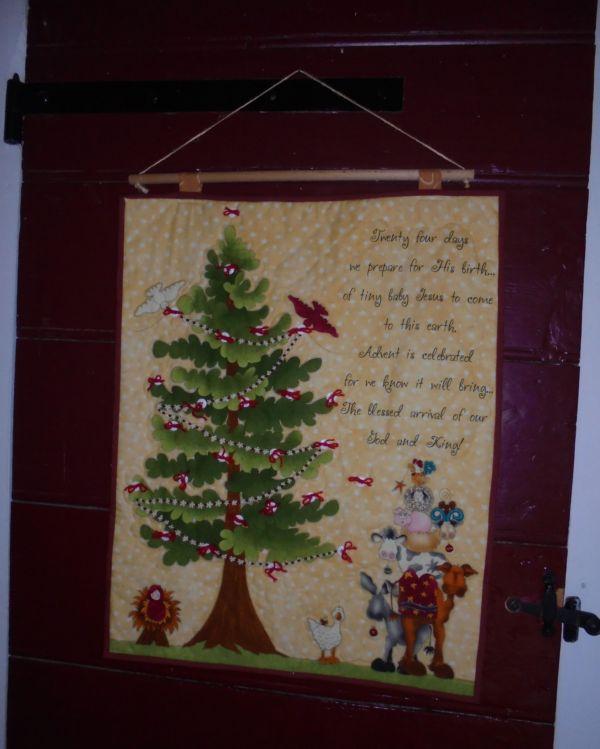 Dal 1 dicembre, ogni giorno attacchiamo una piccola immagine al nostro calendario dell'Avvento, in attesa del Natale.