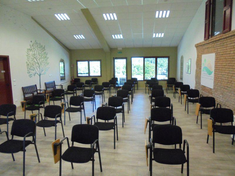 La sala allestita con la capienza massima di 35 posti in sicurezza con regole Covid