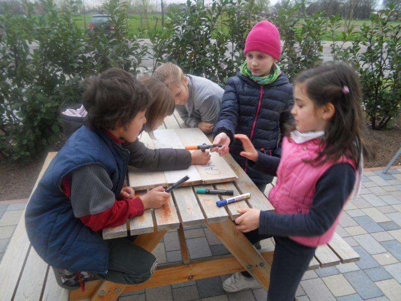I bambini decorano il gioco n. 1 del Sabato in campagna: Gino Il carriolino!
