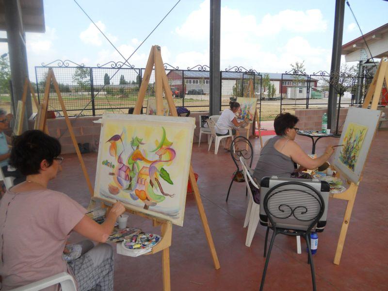 Il corso volge al termine, ogni soggetto dipinto parla dell'anima che ha mosso le mani più o meno esperte dei partecipanti al corso.