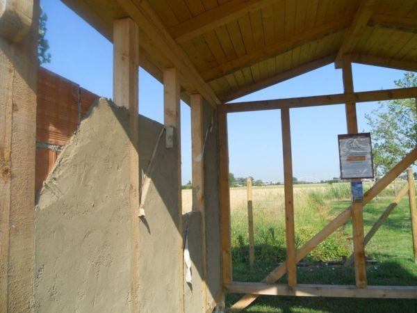 Diverse pareti realizzate nei corsi, diverse tecniche costruttive insegnate dall'Arch. Campanini ai corsisti molto interessati