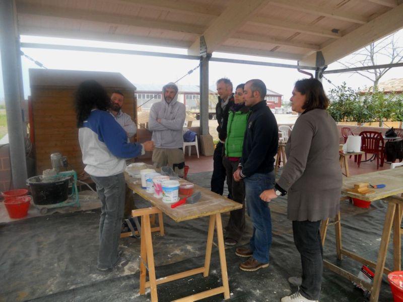 La lezione pratica del corso di  Tecniche di velature murali,  tenuta dall'Arch. Alessandra Campanini