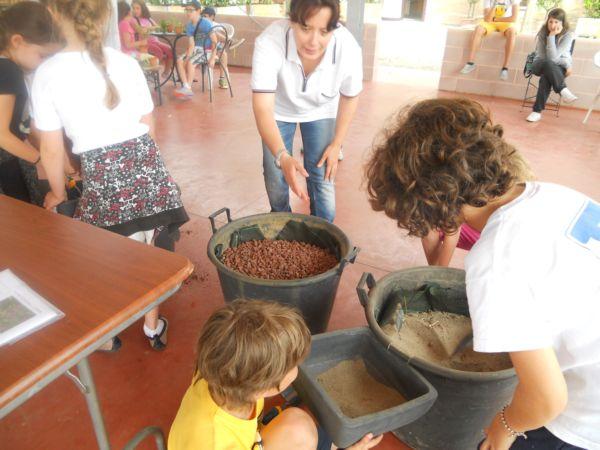 Si comincia a lavorare sotto la guida esperta di Silvia, agronomo ed educatrice cinofila.