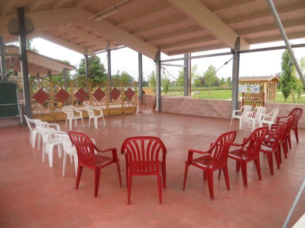 La serra ora è pronta per l'attività di educazione cinofila, per ragazzi delle medie, svolta da Silvia, educatrice del CONI.