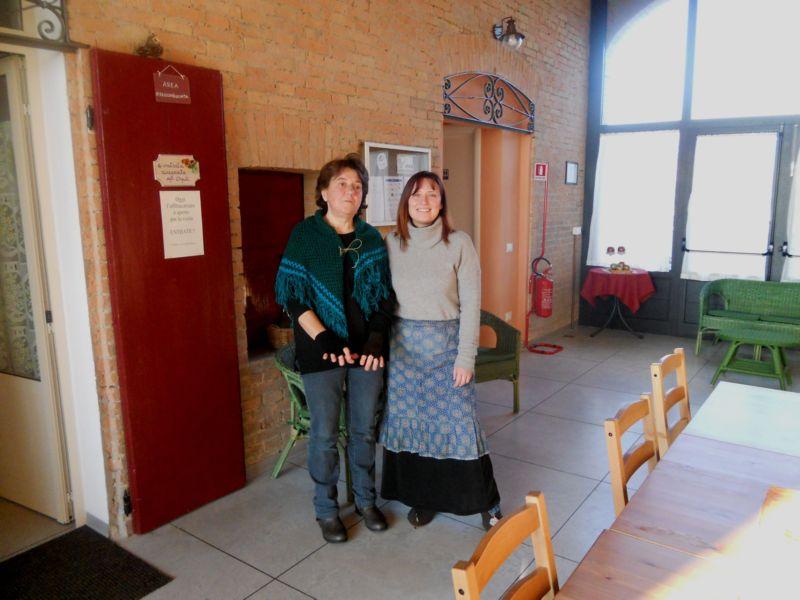 Maura e Silvia hanno animato la tombola vestite da mezze befane: Maura befana di sopra e Silvia befana di sotto....