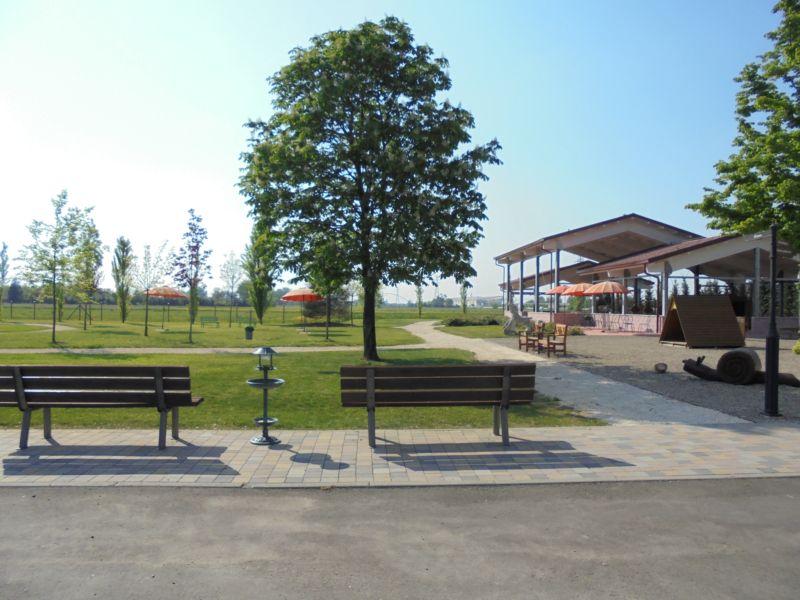 Il nostro parco preparato per il Picnic, come vedete il giorno prima c'era un bel sole e avevamo preparato diversi punti ombra.....