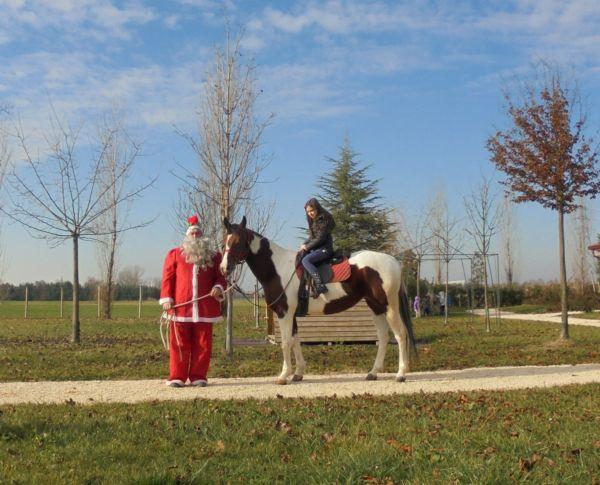 Una bella passeggiata in sella.... con la guida sicura di Babbo Natale!